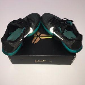 Nike Kobe 10 Mens Size 8.5 shoes